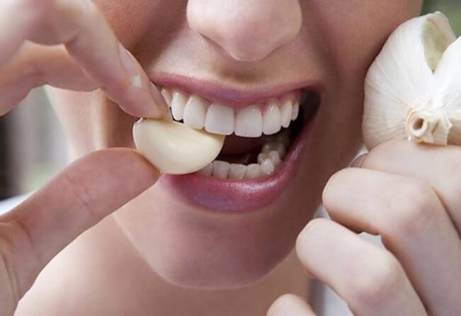 The Healthiest Way to Eat Garlic